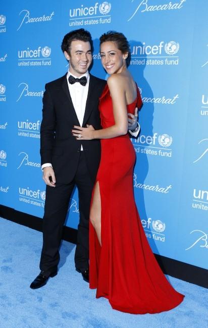 Kevin et Danielle Jonas lors de la 7e soirée annuelle UNICEF Snowflake Ball à New York, le 29 novembre 2011.