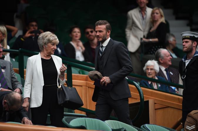 Photos : David Beckham fait des infidélités au football...
