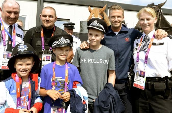 Plus tôt, les enfants ont visité le village olympique avec leur père