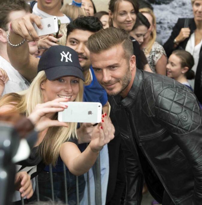 David Beckham : très proche de ses fans pour présenter sa collection de vestes en cuir !