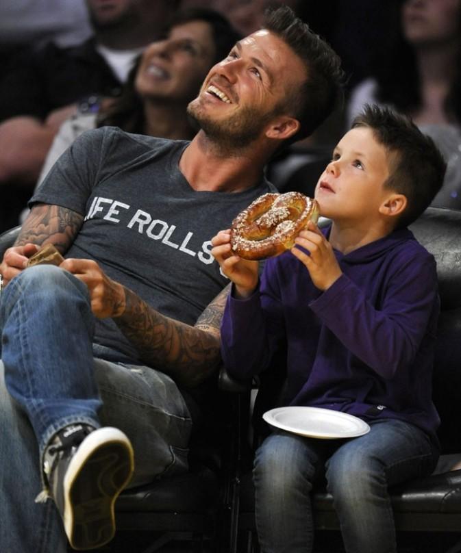 David Beckham et son fils cadet, Cruz, au match des Lakers