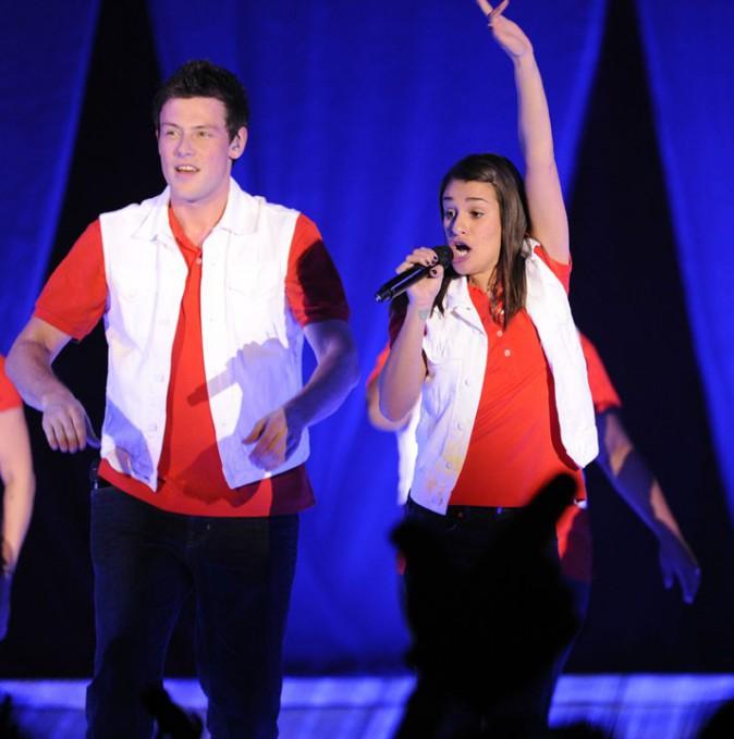 Cory Monteith sur scène avec la troupe de Glee...