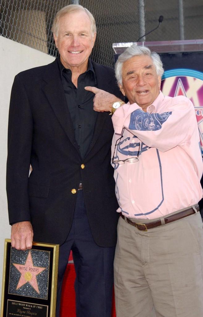 Peter était là pour fêter la récompense du héros de MASH, l'acteur Wayne Rogers !