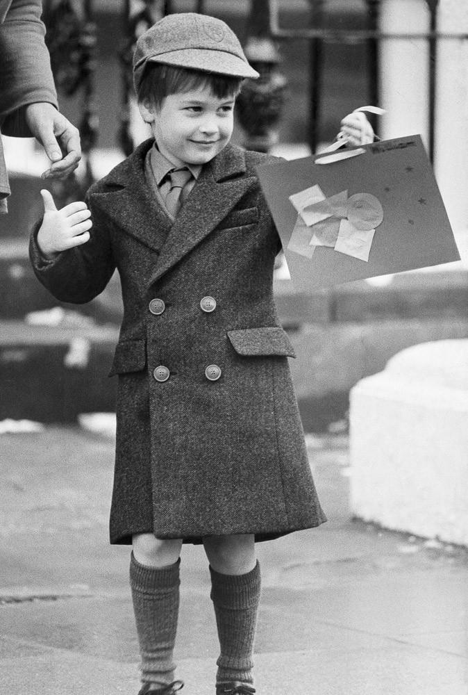 Photos : le Prince William à 5 ans, sur le chemin de l'école pour son premier jour à Wetherby