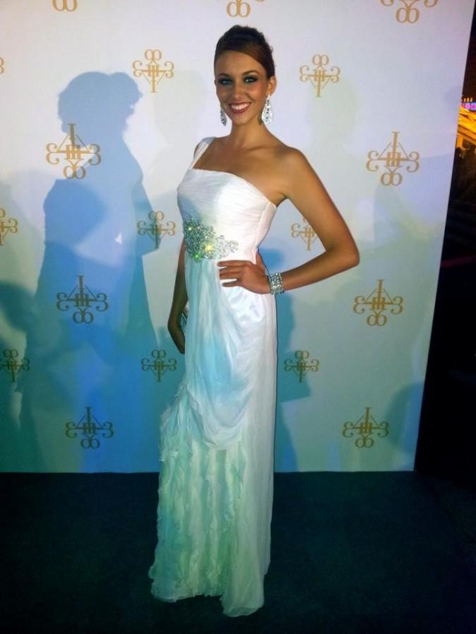 Sublime dans sa robe blanche