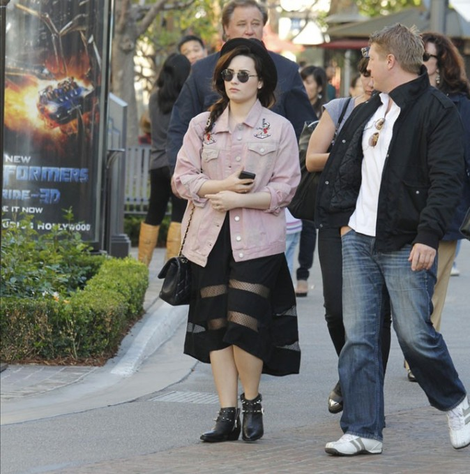 Demi Lovato au centre commercial The Grove de Los Angeles le 11 mars 2013