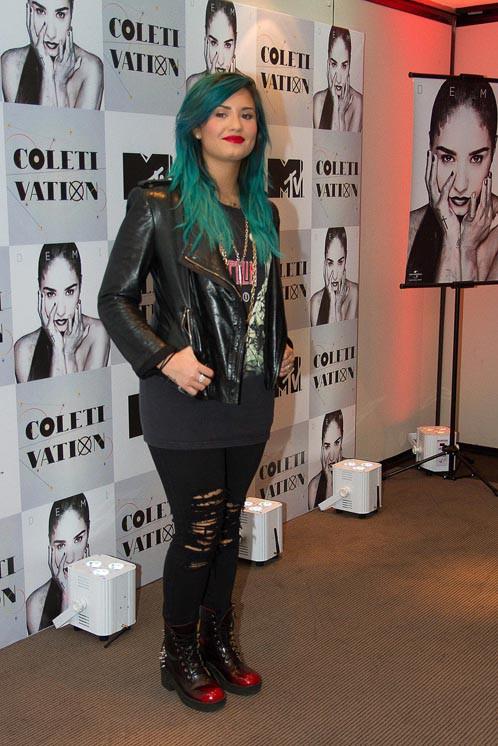 Demi Lovato en conférence de presse à Sao Paulo le 14 octobre 2013