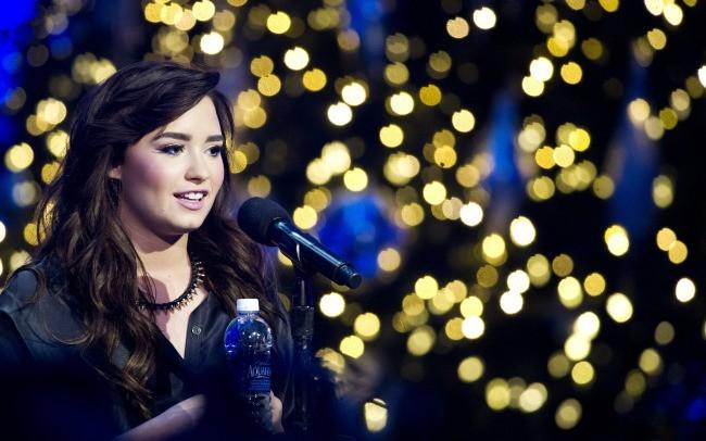 Demi Lovato lors de la conférence de presse X-Factor à Los Angeles, le 17 décembre 2012.