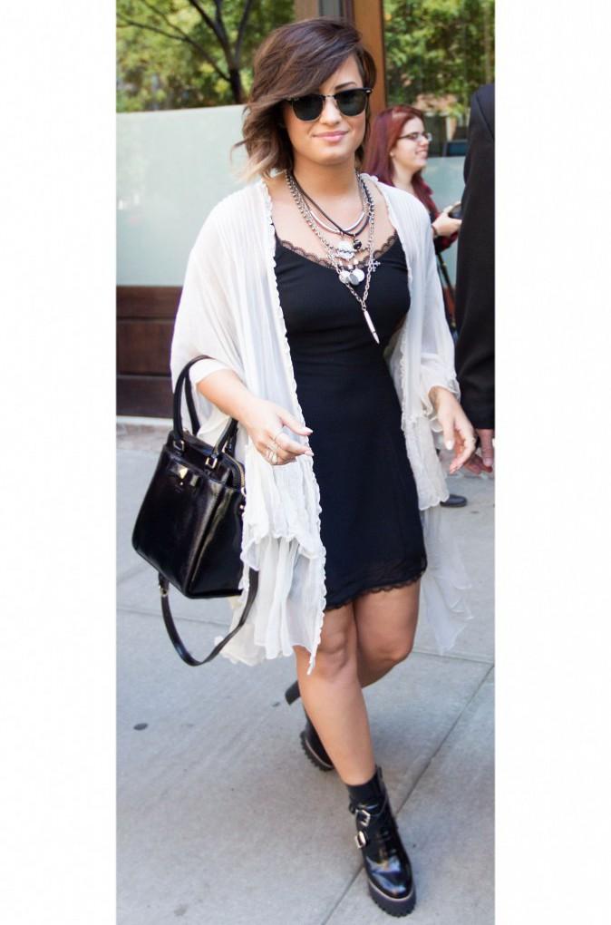 Demi Lovato : look rock le soir, et hippie chic la journée !