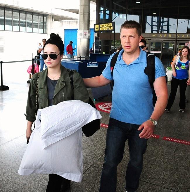 Demi Lovato à son arrivée à la Barbade le 14 avril 2013