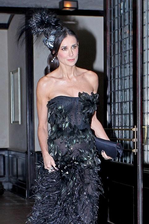 En 2011, même les robes de gala ne lui vont plus...