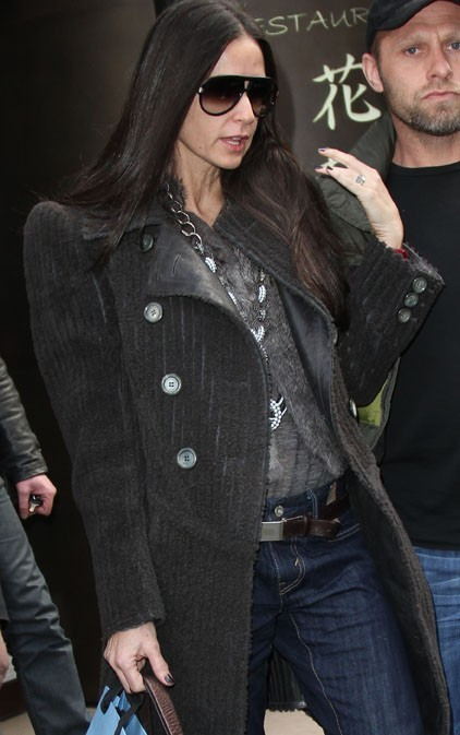 Un look classique pour Demi ...
