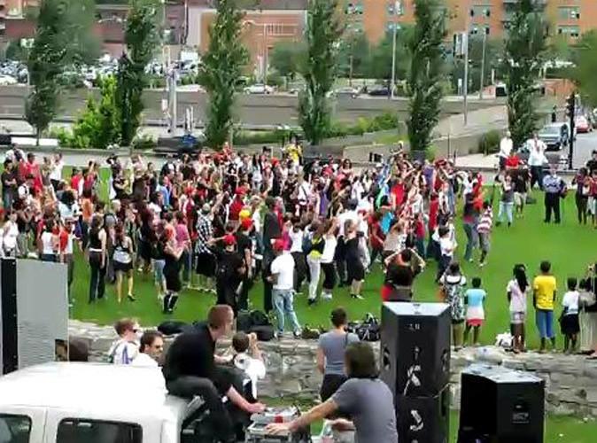 Photos : des habitants de Montréal ont tous dansé sur Beat it !