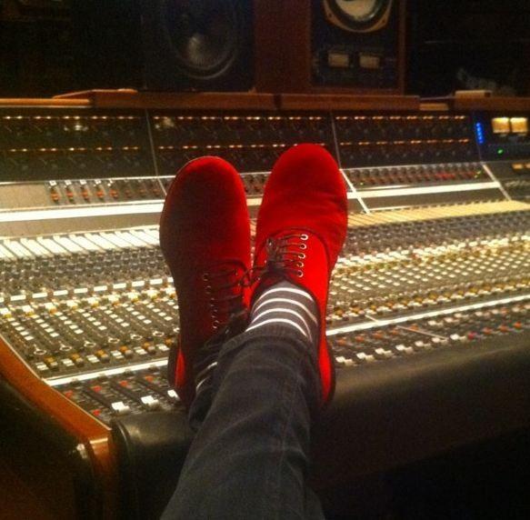 En plein boulot au studio malgré cette date importante !