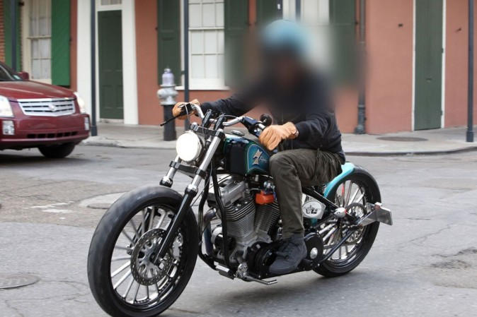 Mais qui est cet acteur fan de moto ?