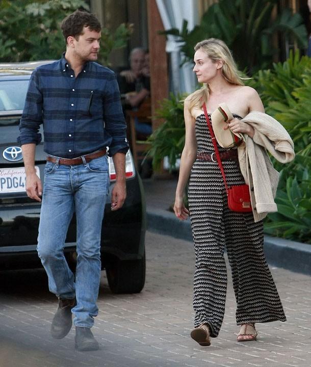 Diane Kruger et Joshua Jackson sortant du restaurant Nobu à Malibu, le 31 juillet 2011.