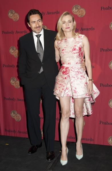 """Diane Kruger et Demian Bichir lors de la soirée des """"Peabody Awards"""" à New York, le 19 mai 2014."""