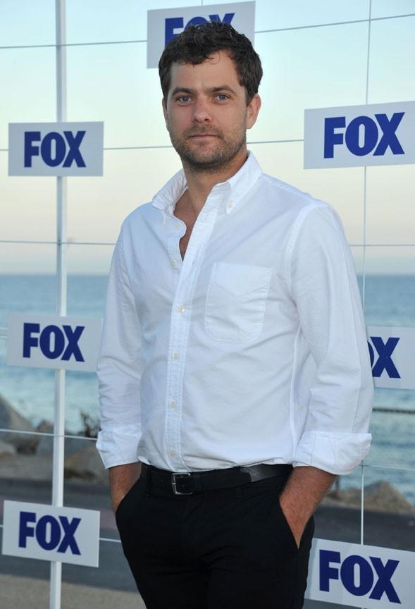 Son chéri Joshua Jackson cartonne sur la Fox en ce moment...