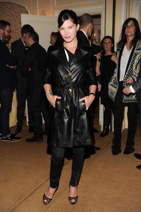 Delphine Chanéac lors du dîner Versace Eyewear à Paris, le 23 janvier 2012.