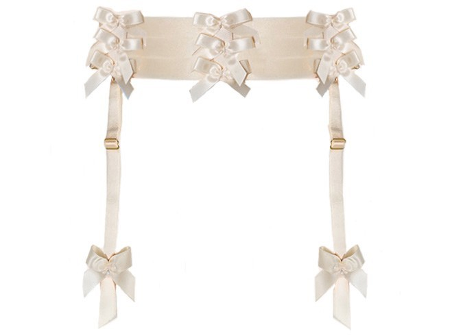 L'objet sexe de la semaine : Porte-jarretelles à noeuds, Bordelle sur misencage.com 68 €