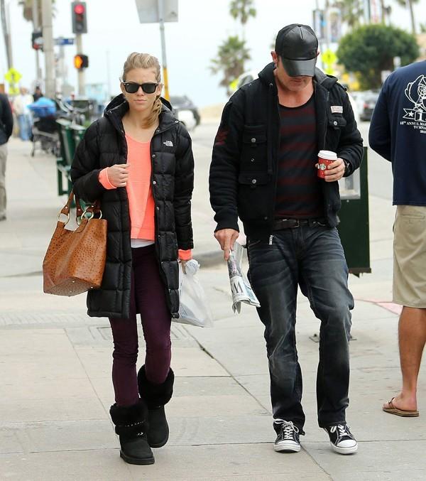 AnnaLynne McCord et Dominic Purcell à Venice Beach le 16 décembre 2012