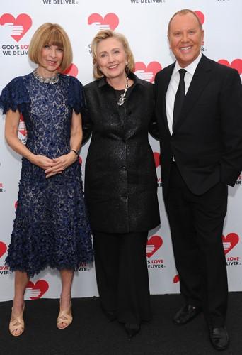 """Anna Wintour, Hillary Clinton et Michael Kors lors de la soirée """"God's Love We Deliver Golden Heart Awards"""" à New York, le 16 octobre 2013."""