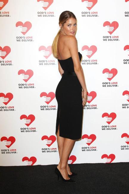 """Doutzen Kroes lors de la soirée """"God's Love We Deliver Golden Heart Awards"""" à New York, le 16 octobre 2013."""