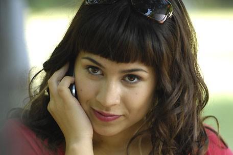 Cassie Steele dans le rôle de Manny Santos