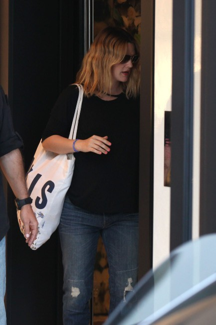 Drew Barrymore sortant de la boutique Chanel à Beverly Hills, le 30 mai 2012.