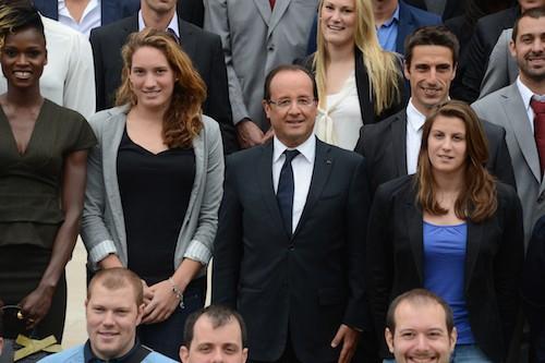 Camille Muffat aux côtés de François Hollande en 2012 pour les jeux paralympiques de Londres