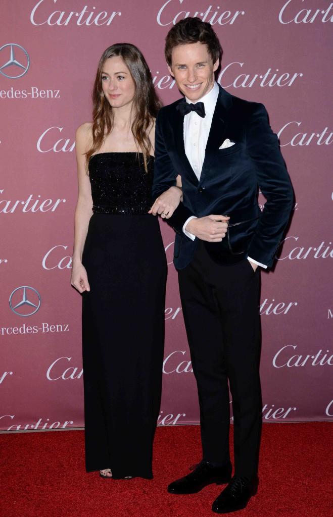 Eddie Redmayne : très chic pour son premier tapis rouge avec sa femme !