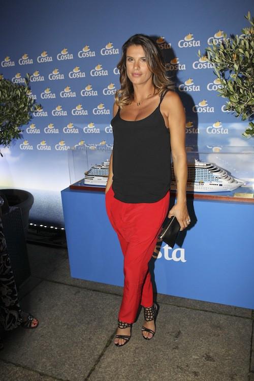 Photos : Elisabetta Canalis enceinte, elle cache bien son baby bump !