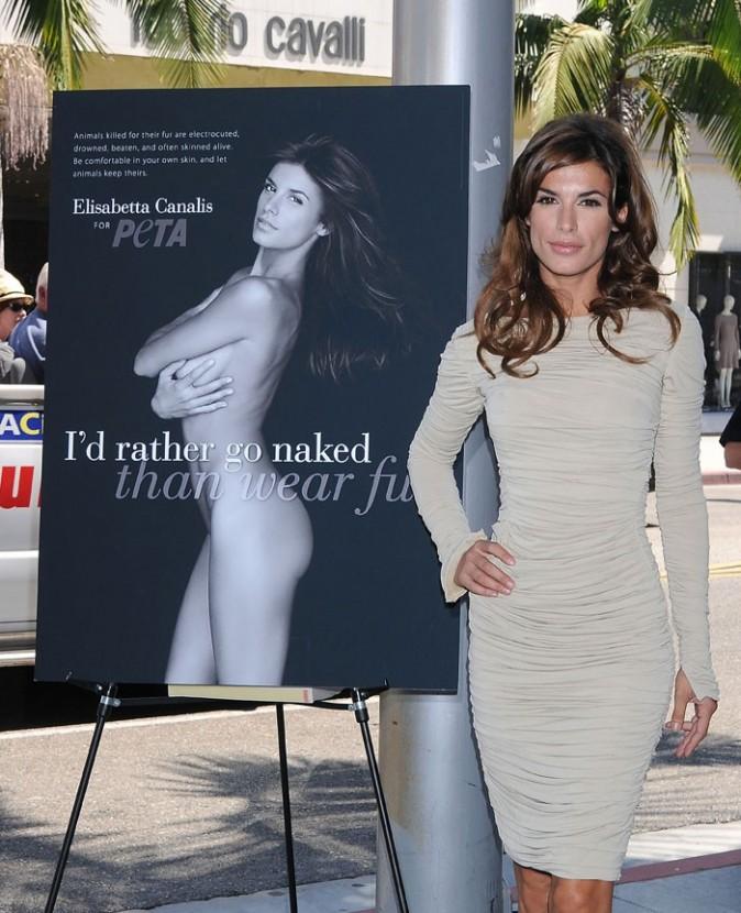 Elisabetta Canalis pose pour la promo de la nouvelle campagne de pub de la Peta à Los Angeles, le 13 septembre 2011.