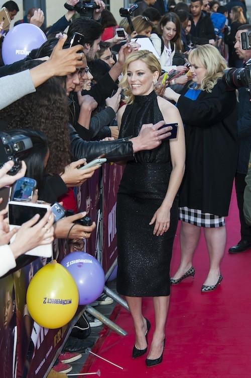 Photos : Elizabeth Banks amoureuse, Rebel Wilson au top pour leur première parisienne !