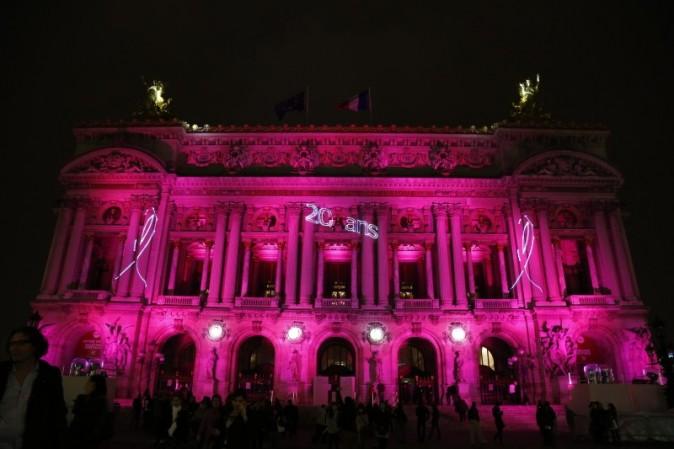 L'Opéra Garnier, illuminé de rose le 10 octobre 2012 à Paris