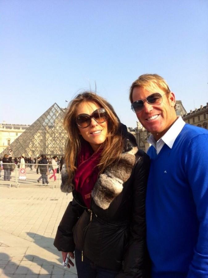 Elizabeth Hurley et Shane Warne au Louvre