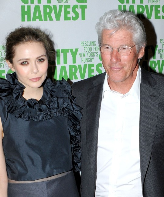 "Elizabeth Olsen et Richard Gere lors de la soirée ""An Evening of Practical Magic"" à New York, le 13 avril 2013."