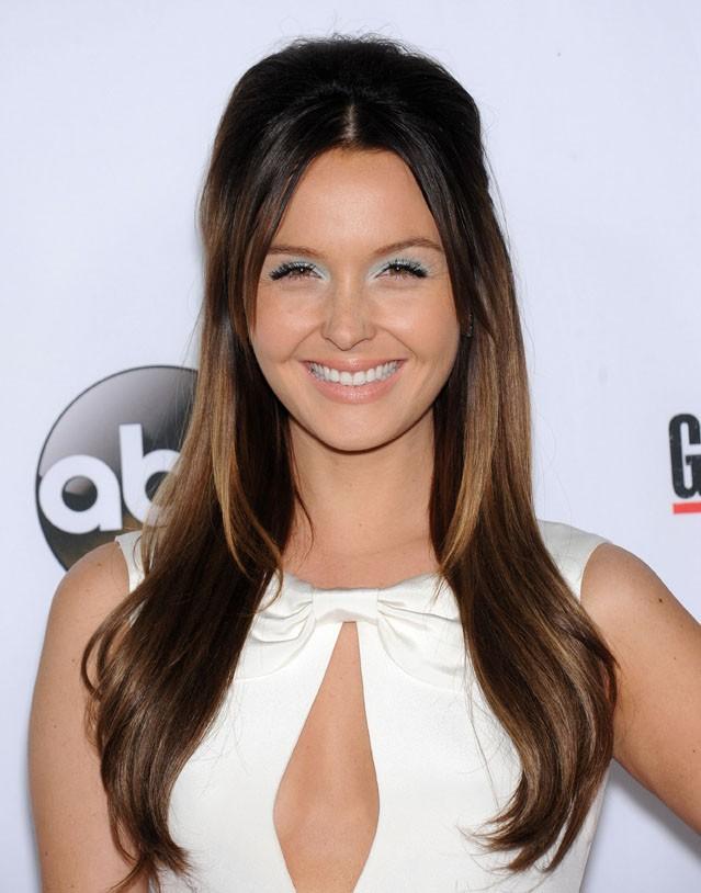 Camilla Luddington fêtant le 200ème épisode de Grey's Anatomy à Hollywood le 28 septembre 2013
