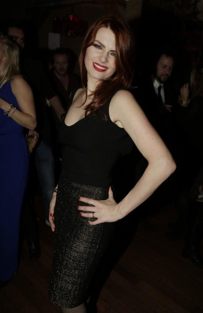 Photos : Elodie Frégé : sexy et déchaînée avec Michal, bisous à gogo pour les anciens de la Star Ac !