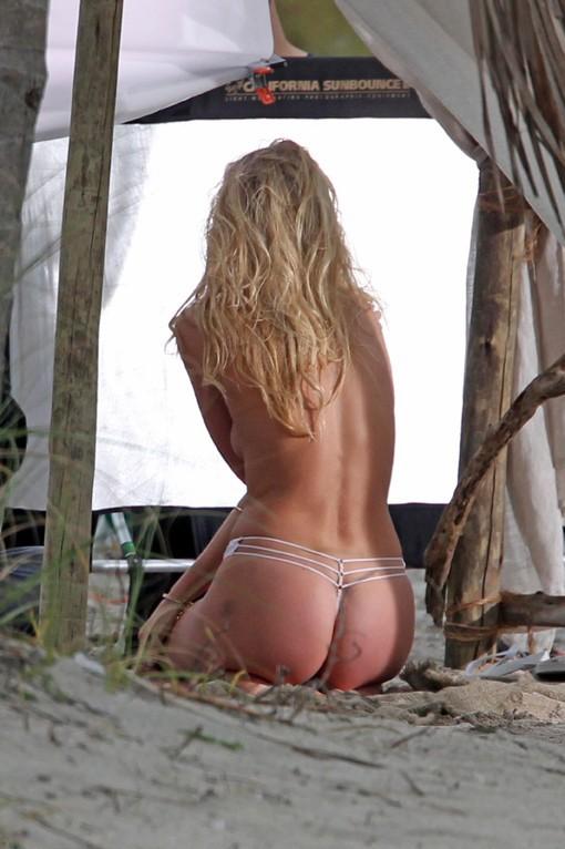 Elsa Hosk en shooting à Miami le 18 février 2015
