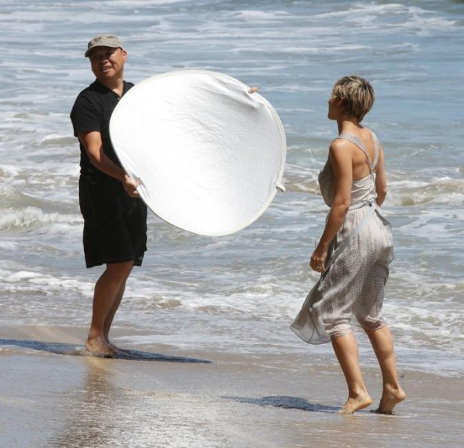 Elsa Pataky en shooting à Malibu le 27 mai 2013