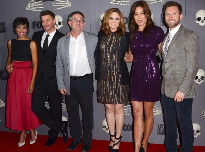 """Emily Deschanel : baby bump bien en vue à la célébration du 200e épisode de """"Bones"""" !"""