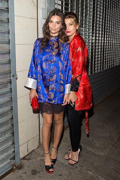 Photos : Emily Ratajkowski et Hailey Baldwin : belles de nuit pour la pyjama party de Vogue !