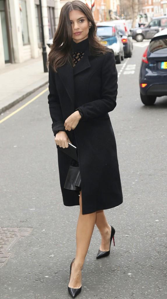 Photos : Emily Ratajkowski : toujours aussi sexy... même couverte de vêtements !