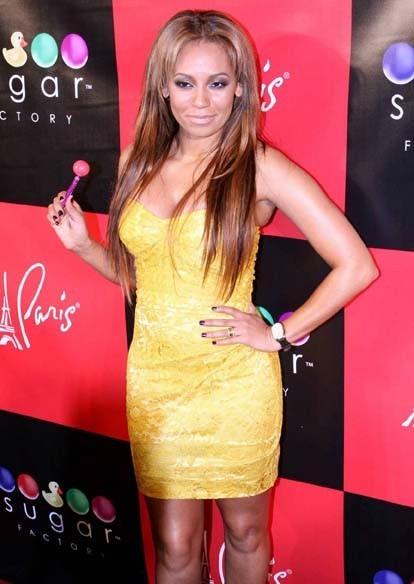Melanie Brown, très sexy dans sa robe jaune !