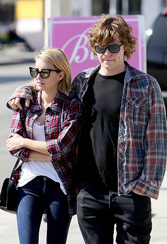Emma Roberts et Evan Peters à Los Angeles le 10 février 2014