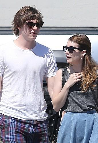 Photos : Emma Roberts : session shopping décontractée avec son chéri Evan Peters !