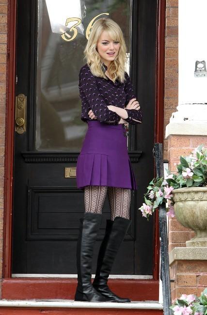 Emma Stone, sexy en petit jupette