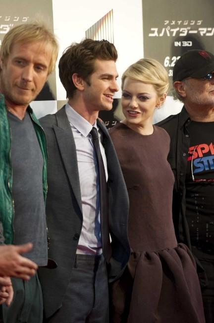 Emma Stone et Andrew Garfield lors de la première mondiale du film The Amazing Spider-man à Tokyo, le 13 juin 2012.
