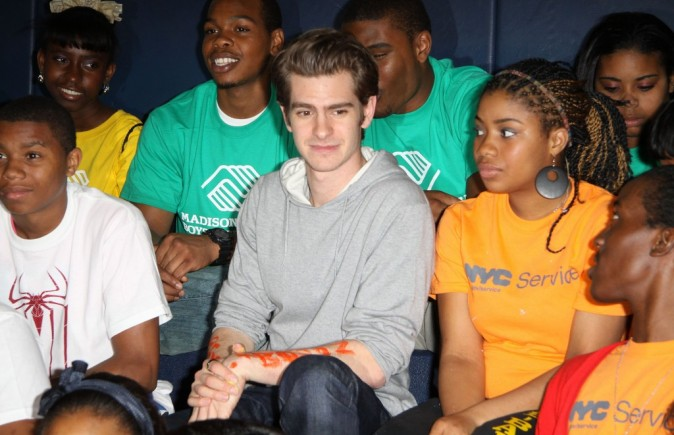 "Andrew Garfield lors de l'événement ""Be Amazing, Stand Up and Volunteer"" à New York, le 26 juin 2012."